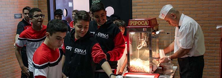 POPCORN OFICINA: FILME E PIPOCA AOS ALUNOS