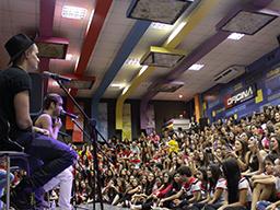Fly coloca todo mundo pra cantar em pocket - Curso Pré Vestibular Campinas e Ensino Médio Campinas OFICINA DO ESTUDANTE