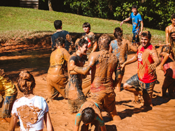 Alunos se divertem a valer no Oficina Camp - Pré Vestibular Campinas  - Ensino Médio Campinas - OFICINA DO ESTUDANTE
