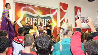 Festa Circus lota quadra da Oficina  - Pré Vestibular Campinas  - Ensino Médio Campinas - OFICINA DO ESTUDANTE